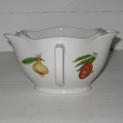 Ancienne saucière gras et maigre en porcelaine décor légumes