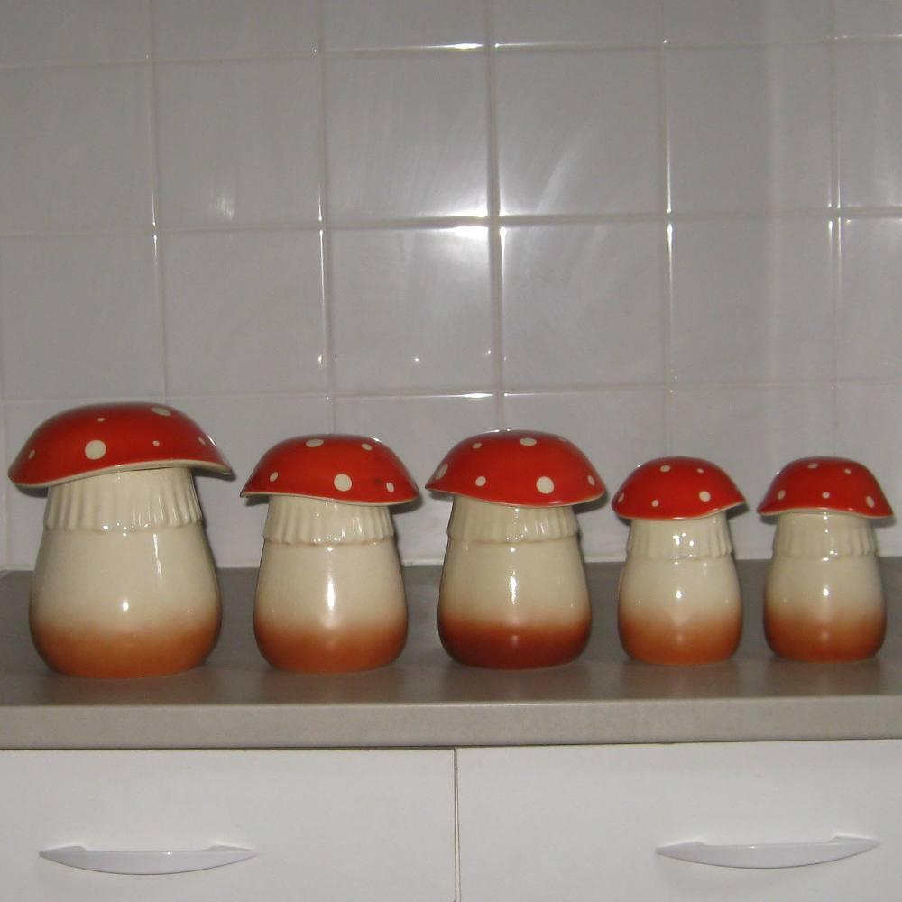 Serie de pots a epices en ceramique champignons 2