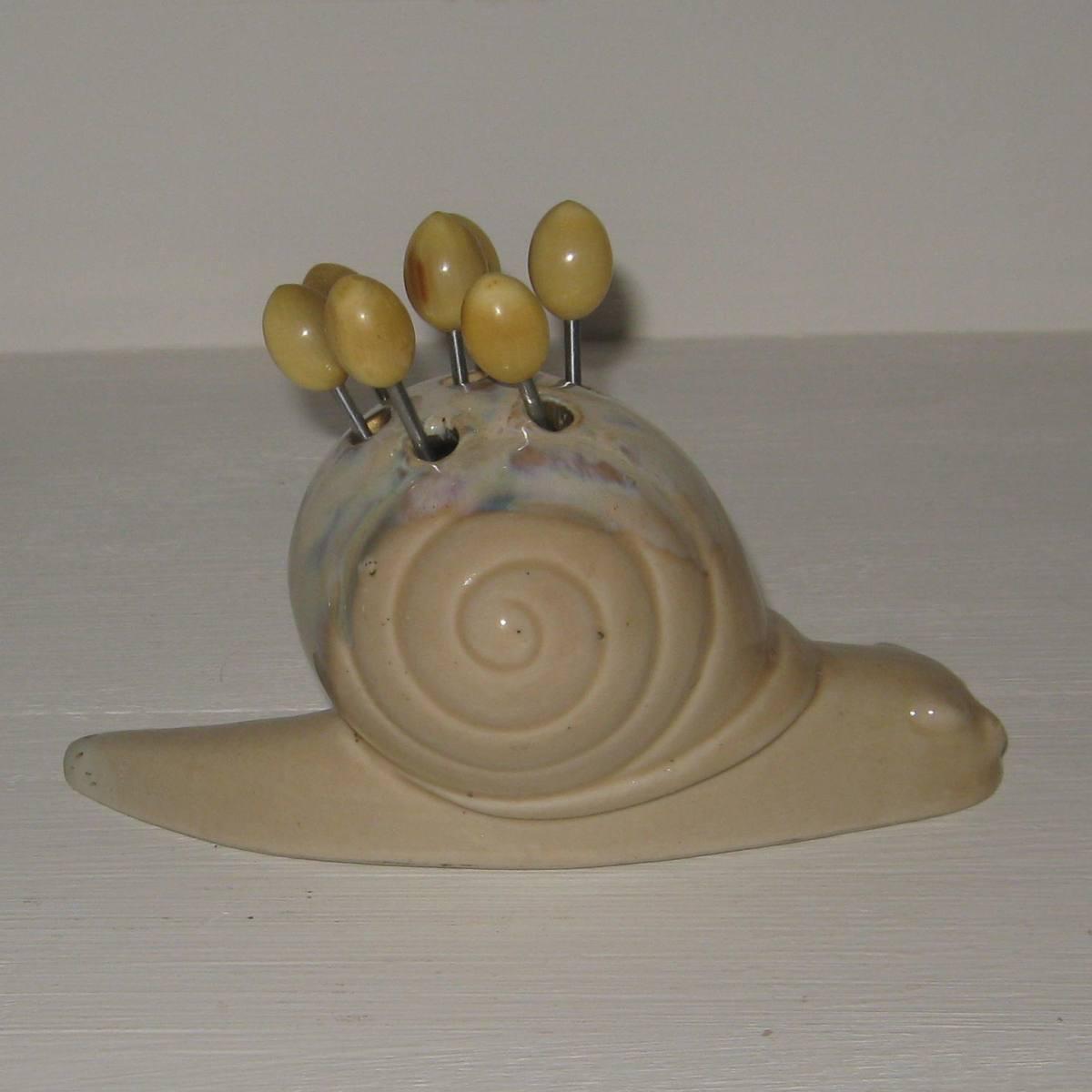 Service a escargot en gres avec ses pics a