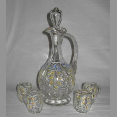 Service à liqueur ancien en verre émaillé une carafe et quatre petits verres chopes
