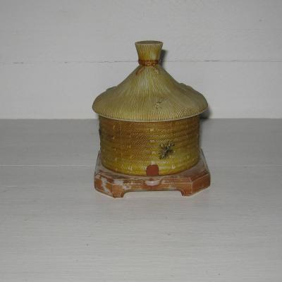 Ancien sucrier ruche en opaline polychrome