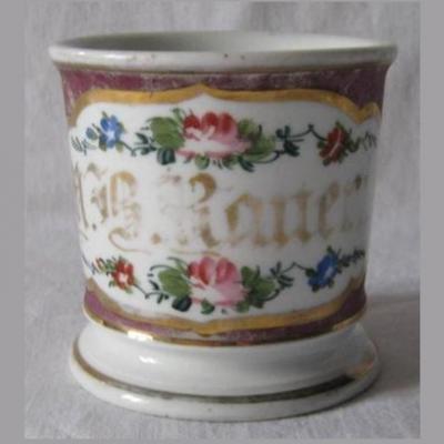 Ancienne tasse patronymique en porcelaine vieux paris