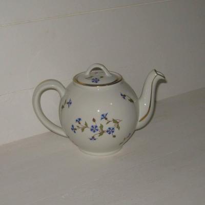 Ancienne théière en porcelaine Pillivuyt France décor barbeaux bleuets