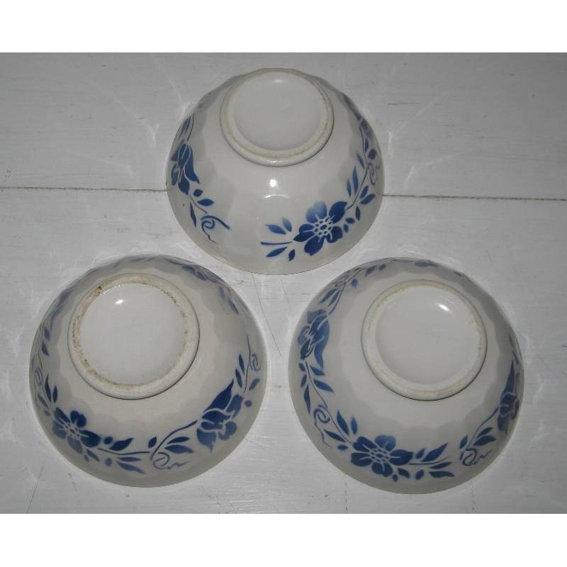 Trois anciens bols en faience decor fleurs bleues 3
