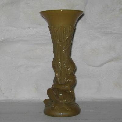 Vase cornet en opaline de foire Chinois de Portieux couleur caramel