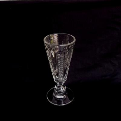 Ancien verre à absinthe en verre moulé (2)
