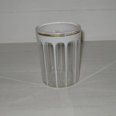 Ancien gobelet droit en cristal overlay blanc taillé à côtes plates